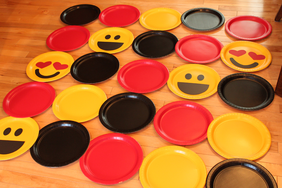 Emoji-Paper-Plate-Background-How-To-2