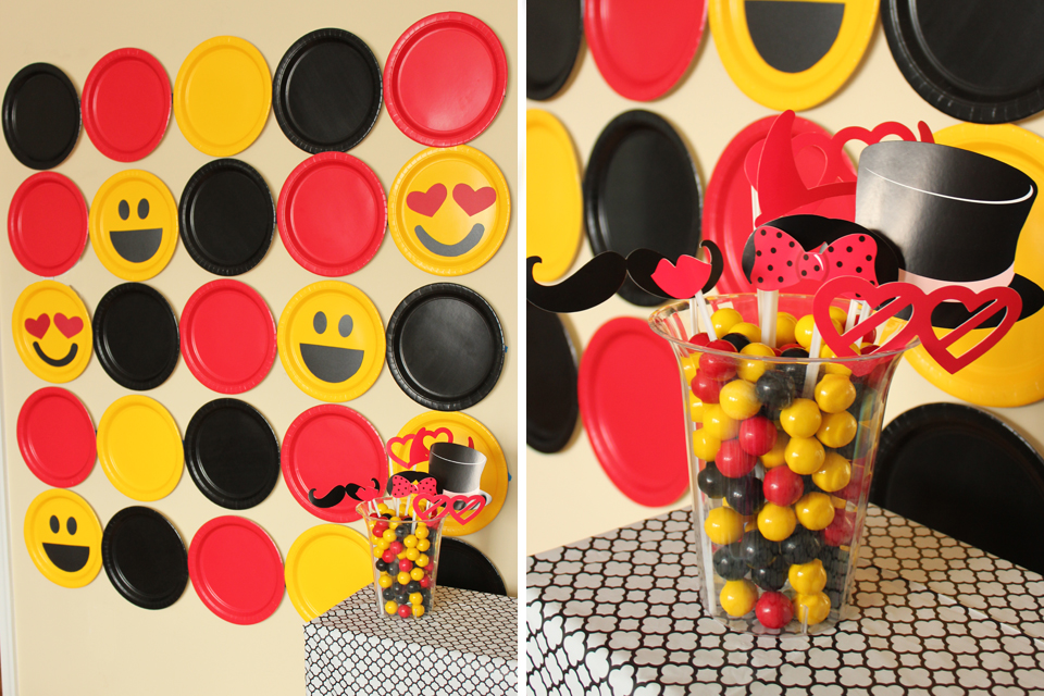 DIY Emoji Photobooth Backdrop
